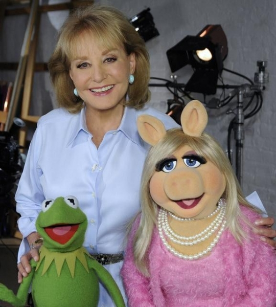 BARBARA WALTERS, KERMIT THE FROG, MISS PIGGY (ABC/ DONNA SVENNEVIK)