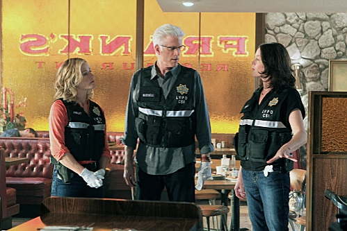 Julie Finlay (Elisabeth Shue, left) and D.B. Russell (Ted Danson, middle) listen as Sara Sidle (Jorja Fox) explains what she believes happened