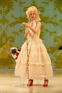 BWW REVIEW: MARIE ANTOINETTE Sheds Light on Royal Pain