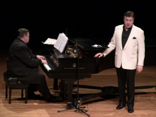 Photo Flash: Anthony Kearns at Bell Cultural Events Center in Kansas City