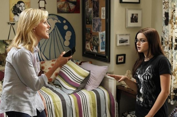 Photo Coverage: Sneak Peek at MODERN FAMILY on 10/10- Pregnant Gloria!