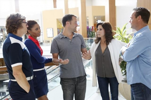SIMON TEMPLEMAN, TOKS OLAGUNDOYE, DAN FOGELMAN (EXECUTIVE PRODUCER), JAMI GERTZ, LENNY VENITO at Behind the Scenes of THE NEIGHBORS on ABC