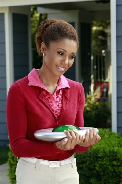 TOKS OLAGUNDOYE at Sneak Peak at THE NEIGHBORS on 10/3