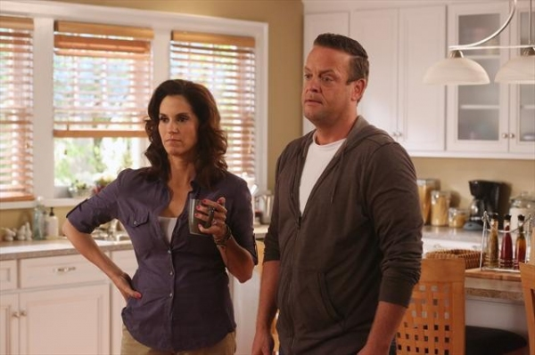 JAMI GERTZ, LENNY VENITO at Preview THE NEIGHBORS on 10/10!