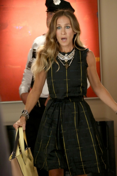 Sarah Jessica Parker at Photos and Audio: Tonight on GLEE- ANNIE and More!!