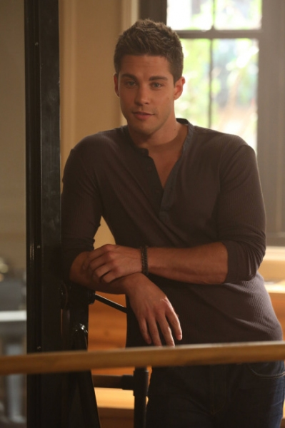 Dean Geyer at Photos and Audio: Tonight on GLEE- ANNIE and More!!