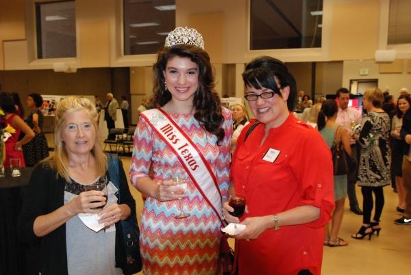 Karen Eckert, Angelica Alcala-Herrera (HSMT student) and Maria Alcala-Herrera.