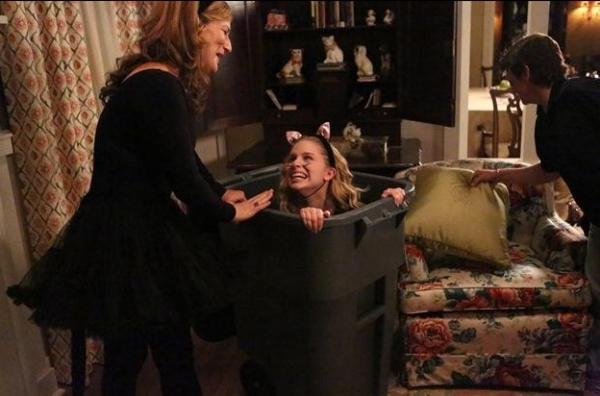 Photo Flash: Behind-the-Scenes Look at  SUBURGATORY Season Premiere