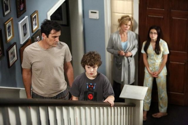 TY BURRELL, NOLAN GOULD, JULIE BOWEN, ARIEL WINTER at Sneak Preview at MODERN FAMILY's 10/17 Episode