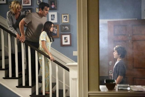 JULIE BOWEN, TY BURRELL, ARIEL WINTER, NOLAN GOULD at Sneak Preview at MODERN FAMILY's 10/17 Episode