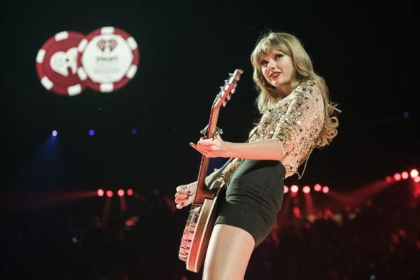 Taylor Swift at Extended Look at iHeartRadio Music Festival, Airs Tonight on The CW