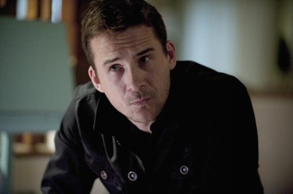 BARRY SLOANE at First Look at Oct. 14 Episode of REVENGE