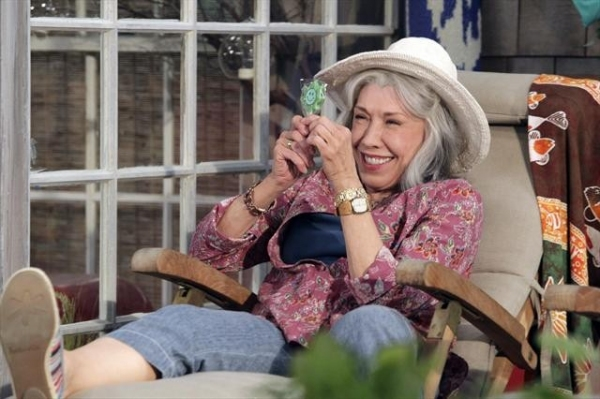 LILY TOMLIN  at First Look at 11/2 Episode of MALIBU COUNTRY