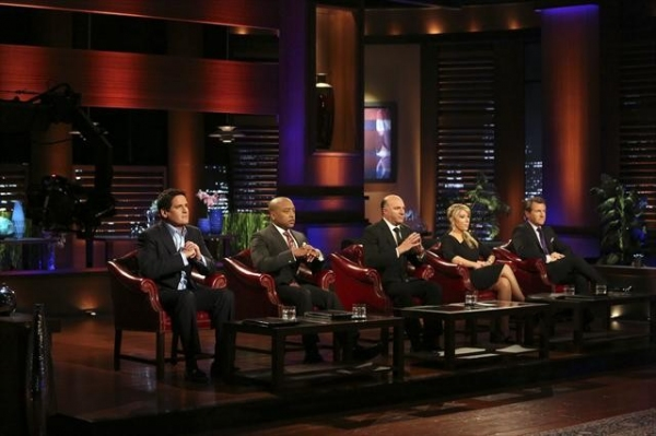 MARK CUBAN, DAYMOND JOHN, KEVIN O'LEARY, LORI GREINER, ROBERT HERJAVEC    at First-Look at This Week's Episode of SHARK TANK, Airs 10/5