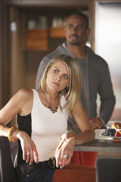 ELIZA COUPE, DAMON WAYANS JR.    at First Look at 10/30's Episode of HAPPY ENDINGS