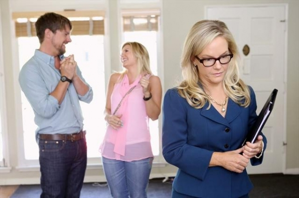 ZACHARY KNIGHTON, ELISHA CUTHBERT, RACHAEL HARRIS    at First Look at 10/30's Episode of HAPPY ENDINGS
