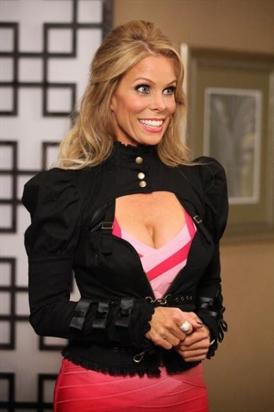 CHERYL HINES    at First Look at 10/31's Episode of SUBURGATORY