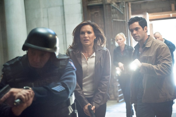 Mariska Hargitay, Danny Pino  at First Look at 10/24's Episode of LAW AND ORDER: SVU
