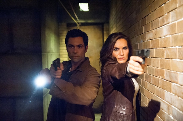 Mariska Hargitay, Danny Pino  at First Look at 10/24's Episode of LAW AND ORDER: SVU