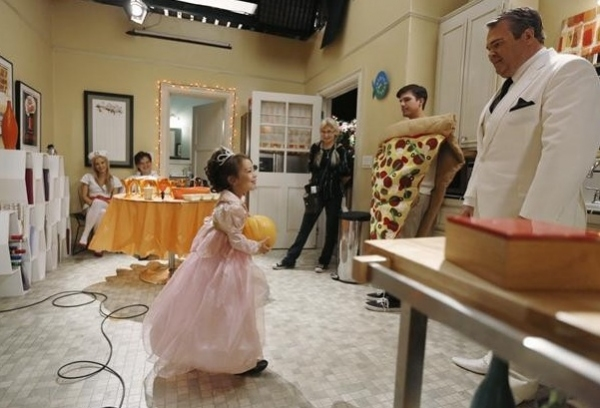 Aubrey Anderson Emmons, Eric Stonestreet at Behind-the-Scenes of MODERN FAMILY's Halloween Episode
