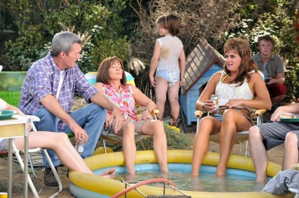 NEIL FLYNN, PATRICIA HEATON, BROOKE SHIELDS    at First Look at THE MIDDLE's Upcoming Episode, 'The Hose,' Airs 10/17