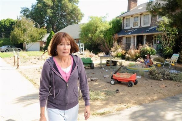 PATRICIA HEATON at First Look at THE MIDDLE's Upcoming Episode, 'The Hose,' Airs 10/17