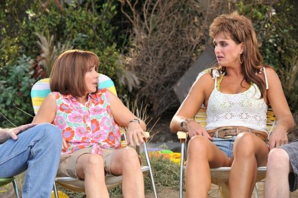PATRICIA HEATON, BROOKE SHIELDS    at First Look at THE MIDDLE's Upcoming Episode, 'The Hose,' Airs 10/17
