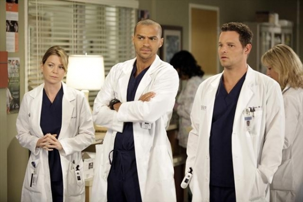 ELLEN POMPEO, JESSE WILLIAMS, JUSTIN CHAMBERS    at First Look at GREY'S ANATOMY Episode 'I Saw Her Standing There,' Airs 10/25