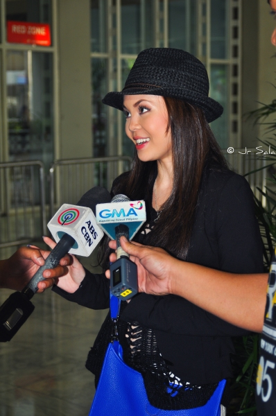 Photo Coverage: Anna Maria Perez de Tagle Arrives in Manila