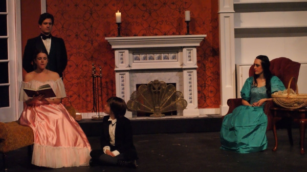 Frankenstein family : Victor (Louis Crespo, Jr.), Elizabeth (Jennifer Westbrook), William (Clara Marsh) and Justine (Amesti Reioux)