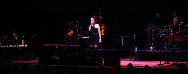 Complete Photo Coverage: Linda Eder Brings A NEW LIFE to The Town Hall