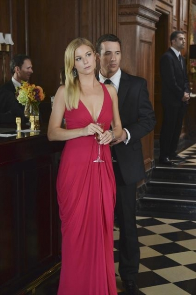 EMILY VANCAMP, BARRY SLOANE    at First Look at REVENGE's 11/4 Episode 'Illusion'