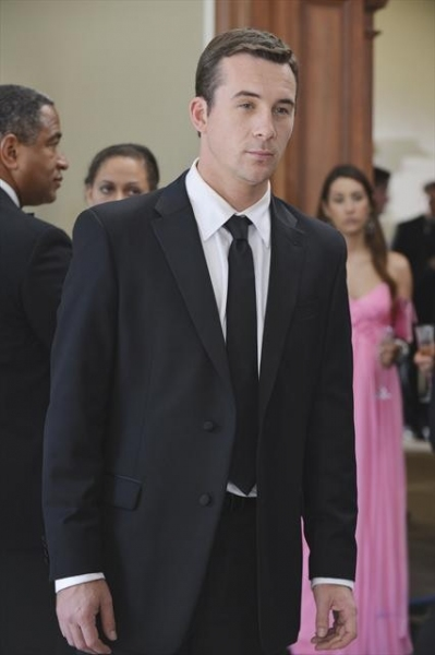 BARRY SLOANE    at First Look at REVENGE's 11/4 Episode 'Illusion'