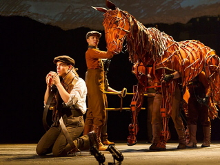 BWW REVIEW: WAR HORSE Is a Simple Story Spectacularly Told