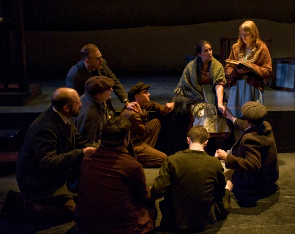 Photo Flash: First Look at Steppenwolf Theatre's THE BOOK THIEF