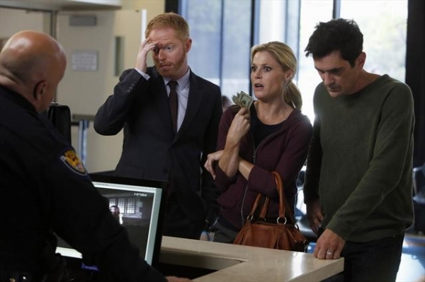 Photo Flash: First Look at MODERN FAMILY's Episode, 'Arrested,' 11/7