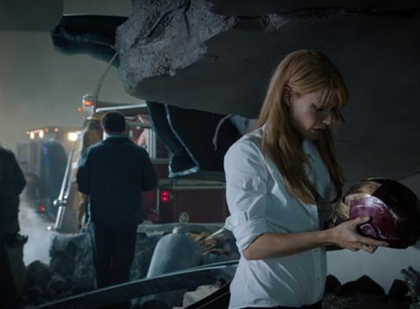 Gwyneth Paltrow at Robert Downey Jr., Gwyneth Paltrow in New Photos from IRON MAN 3!
