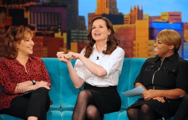Photo Flash: First Look at Friday's THE VIEW, 10/26