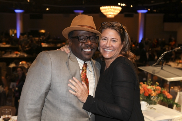 From left, Cedric the Entertainer and Lora Kennedy, Hoyt Bowers Award winner pose dur Photo