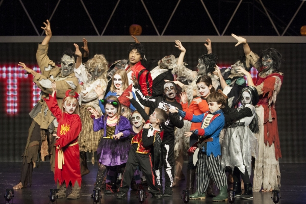THRILLER LIVE! Cast, David Jordan,  and Pupils from Holmleigh Primary School