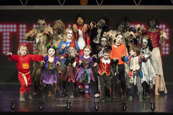 Photo Flash: Holmleigh Primary School Pupils Perform with THRILLER LIVE Cast at Lyric Theatre!