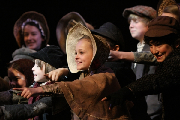 Photo Flash: Tommy Steele Leads SCROOGE at the London Palladium