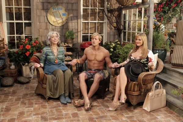 Photo Flash: MALIBU COUNTRY's 'Shell Games,' to air 11/16