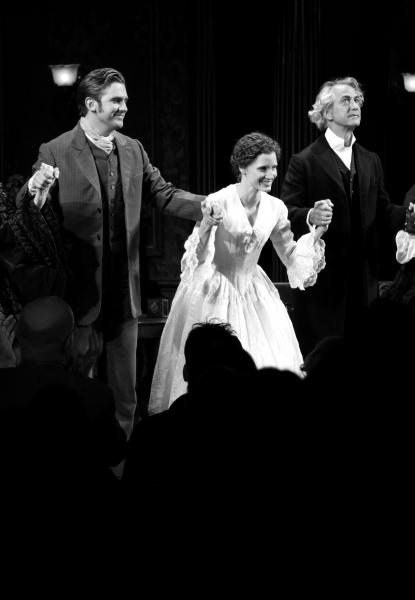 Dan Stevens, Jessica Chastain & David Strathairn Photo