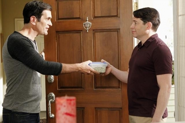 Photo Flash: First Look at Matthew Broderick on MODERN FAMILY