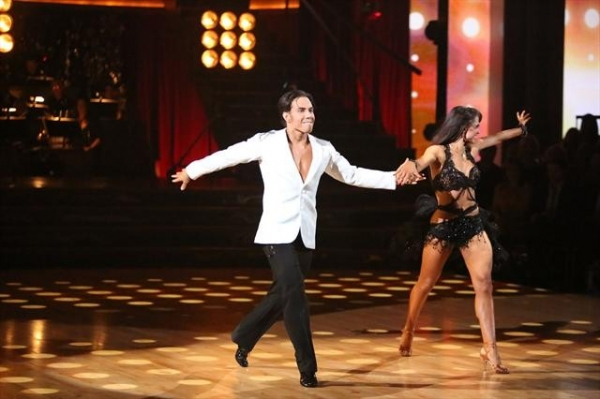 APOLO ANTON OHNO, KARINA SMIRNOFF    at A Look at Last Night's DANCING WITH THE STARS, 11/5