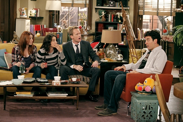 Alyson Hannigan, Cobie Smulders, Neil Patrick Harris and Josh Radnor Photo at First Look - HOW I MET YOUR MOTHER, 'The Stamp Tramp'