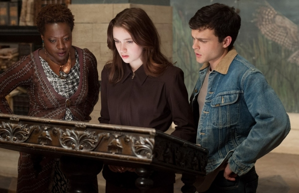 Photo Flash: First Look - Viola Davis in BEAUTIFUL CREATURES