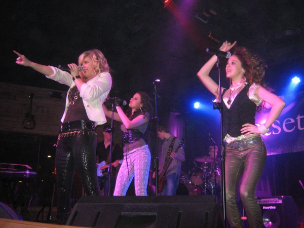 Photo Flash: Jetset Getset 'Plays It Forward' for Charity