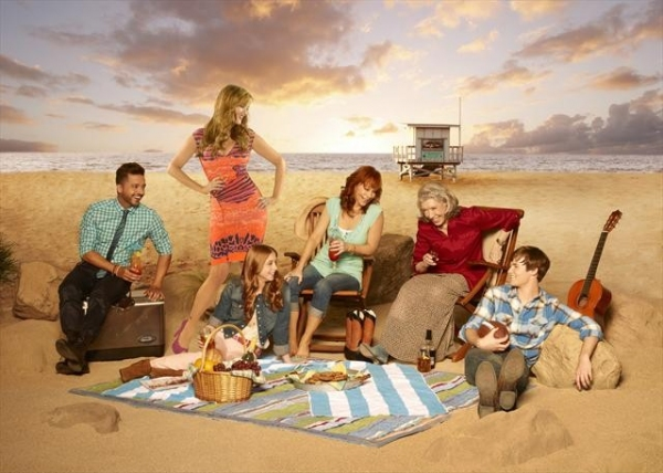 Photo Flash: Cast Photos for MALIBU COUNTRY Just Released